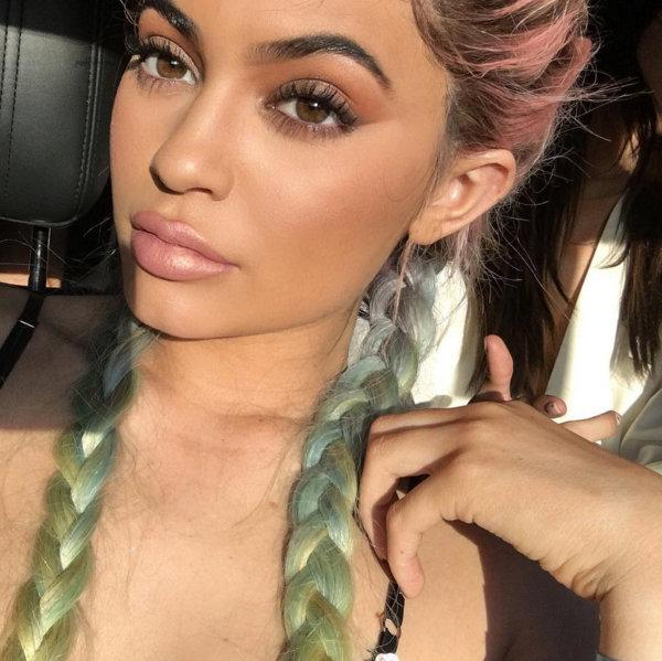 Silicone breasts Kylie Jenner after pregnancy sagged up to the waist