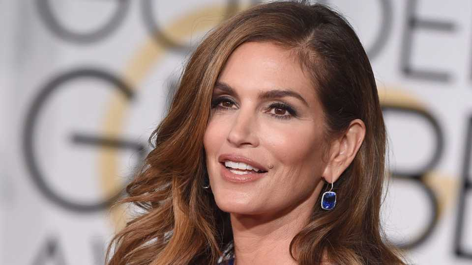 Unretouched Photo Of Top Model Cindy Crawford Leaks Online