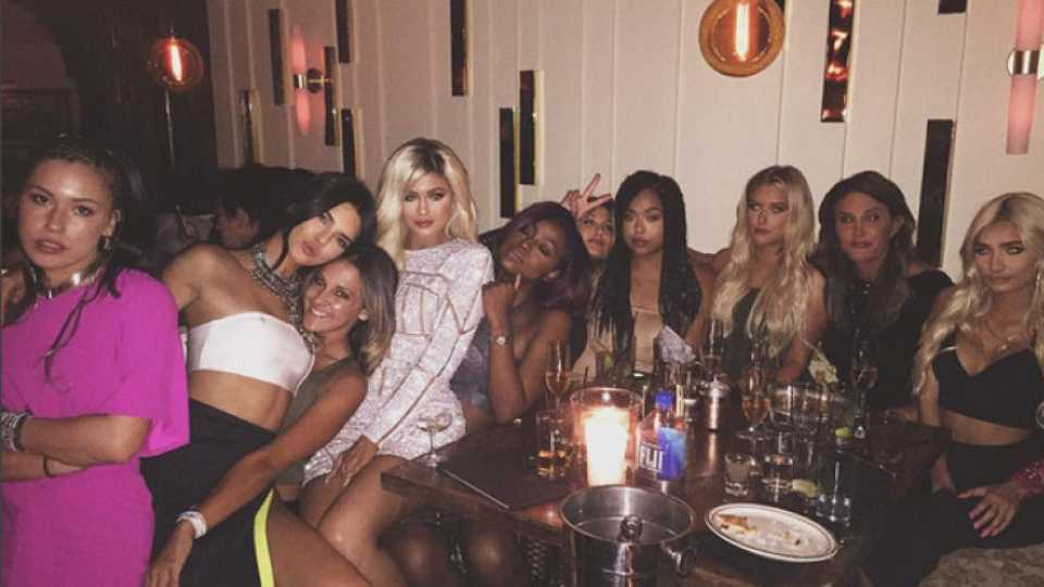 Can You Guess What Shape Birthday Cake Kylie Jenner Got For Her 18th