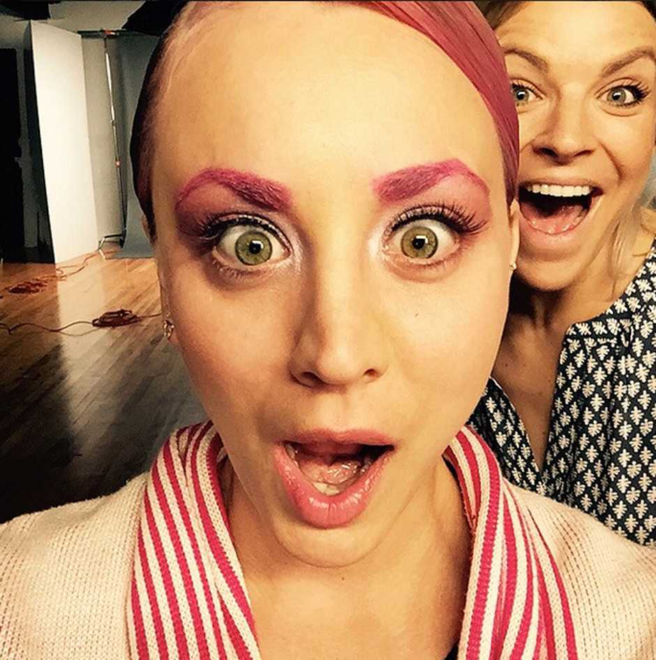 Kaley Cuoco Dyes Eyebrows Pink To Match New Pink Hair Hair Beauty