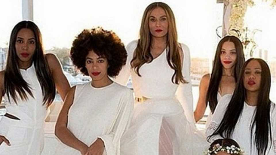 First picture of Beyonce as her mum's bridesmaid emerges; dictionaries immediately redefine their entries for 'thunder-stealing'