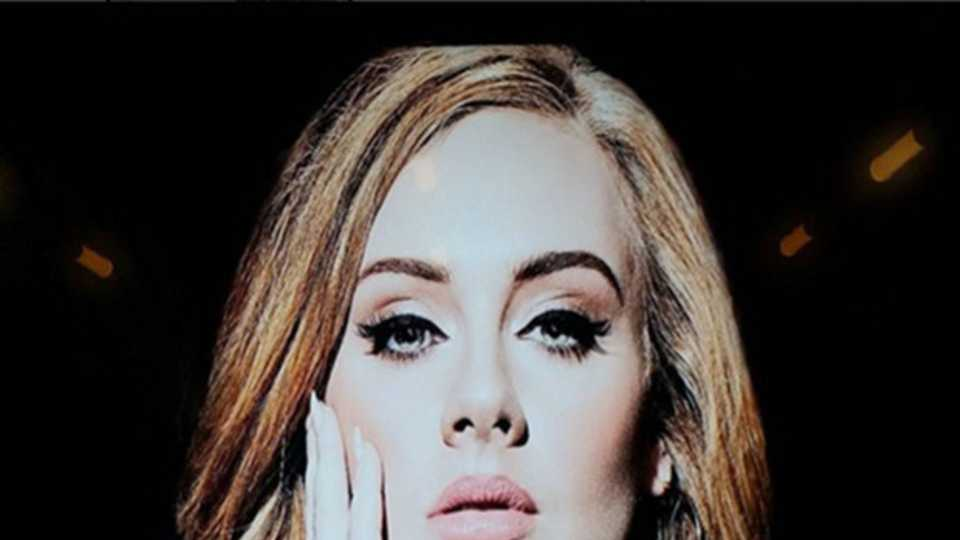Love Adele\'s nails? Check out how to get her look HERE!   Style   Heat