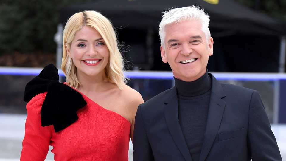 Fans left in shock at Holly Willoughby and Philip Schofield's 10-year challenge